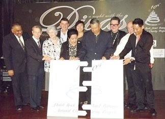 General Kanit Permsub (4th left) together with Khunying Busyarat (5th left) and Jorge Carlos Smith (3rd left) GM Hard Rock Hotel and other VIP guests complete the jigsaw to officially open the evening's entertainment.