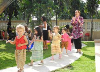 Valentina, Saira, Storm and Kate doing the traditional 'Ramwong'.