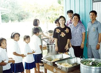 Picture shows Achana Snitwongse, Financial Director of Montien Pattaya (front,left), Head Master Manoonn Kaewrung (extreme right), and staff from Montien Pattaya serving lunch and ice-cream to students of Ban Huay-kai-nao School.