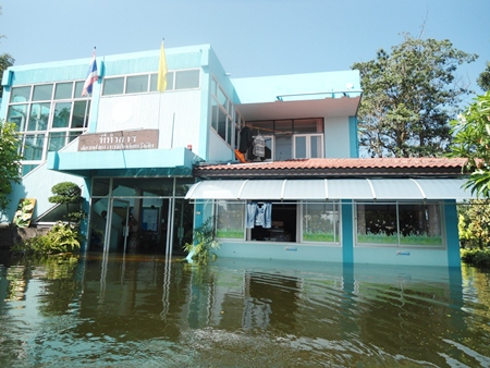 The Rangsit Babies Home became so flooded, 250 children between the ages of 0-6 had to be evacuated to Banglamung.