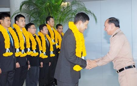 Vice Adm. Pojna Phuakpong greets Rear Adm. Tanin Likitwong at Suvarnabhumi International Airport.