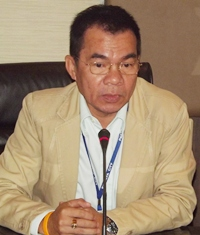 Pattaya's city manager, Wuttipol Charoenpol presides over the meeting.