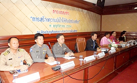 Public servants and private business owners join hands to try and boost spread the word that Pattaya isn't flooded and is still a preferred holiday destination.