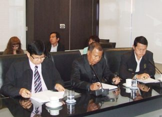 Deputy Culture Minister Somchai Meechuporn (left) participates in the organizational meeting to reintroduce Naklua's Walking Street.