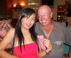 Sunday winner Yui Bietry with B Flight runner-up John Deardon.