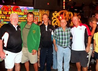 2011 Green Jacket winner Kris Kritsanajootha (2nd left) receives the congratulations of Steve, Woody, Mike and John.