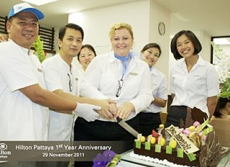 Hilton Pattaya recently celebrated its first birthday by offering all guests dining at either Edge or Flare with a glass of champagne on their arrival, a slice from a huge birthday cake, and a chance to win one of 365 great prizes - one for each day that the hotel has been opened for operation. Loads of prizes were won including 5 vouchers of a night in one of our wonderful Grand Ocean Suites. The happy event was led by Peta Ruiter, director of business development then followed by a night filled with celebration.