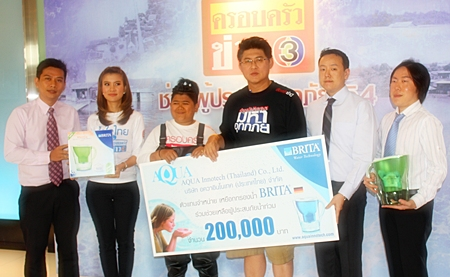 To help Thais affected by floods, Aqua Innotech (Thailand) Co., Ltd., sole distributor of Brita water filters from Germany, led by Dr Manu Leenawong (2nd from right), managing director, recently donated water filters worth 200,000 baht to the TV Channel 3 News Family TV program for distribution to communities around Thailand. Sorayut Suthasanajinda (3rd right), 'Ruang Lao Chao Nee' TV anchor, received the donation on behalf of News Family TV. Also present at the donation ceremony are (l-r) Suradet Darayen; Aqua Innotech (Thailand) Co., Ltd. general manager; Pitchayatan Chanput and Charoenporn Onlamai; Ruang Lao Chao Nee TV program co-hosts, and Visanu Leenawong, Aqua Innotech (Thailand) Co., Ltd. director.