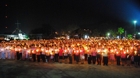 Thousands of people in Sattahip take part in the candlelight ceremony.