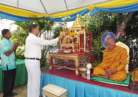 General Kanit initiates the prayer session by lighting the candles in front of the holy Buddha.