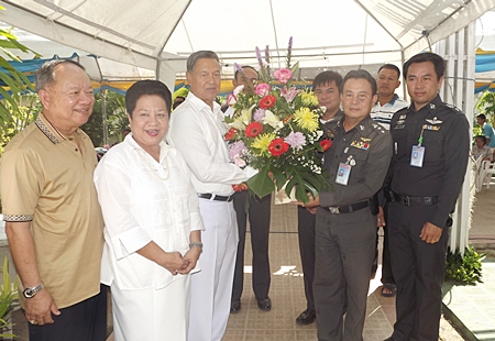Mai Chaiyanit, mayor of Nongprue City and Khunying Busyarat are all smiles as General Kanit Permsub receives a bouquet of flowers from Pol. Col. Somnuk Changate, superintendent of the Pattaya Police station.