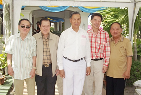 General Kanit Permsub welcomes Santsak Ngampiches (2nd left) and his son Poramet Ngampiches (2nd right), both members of parliament representing Chonburi province.