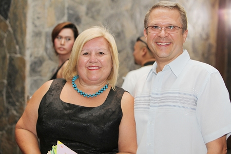 The beneficiary for the evening Tracy Cosgrove joins the General Manager of the Centara Grand Mirage & Spa Andre Brulhart for a quick photo.