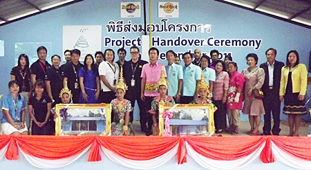 Hard Rock management and staff pose with teachers and students for a commemorative photo during the handover ceremony.