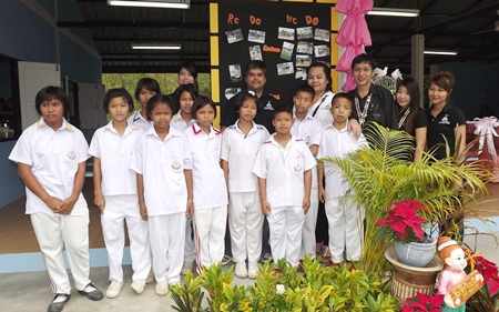 Tony Malhotra, deputy MD of Pattaya Mail joins the  band members and  students in the ceremony.