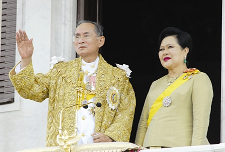 His Majesty the King and HM Queen Sirikit wave to the crowd during ceremonies Friday, June 9, 2006, in Bangkok.