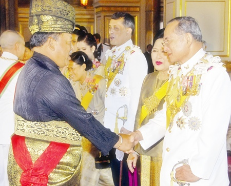 His Majesty the King is congratulated by Malaysian King Syed Sirajuddin Putra Jamalullail as HM Queen Sirikit looks on at the Ananda Samakhom Throne Hall in Bangkok Monday, June 12, 2006.