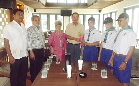 Principal Aurora Sribuapan (3rd left) and blind students thank Senator Sutham Phanthusak (center) for sponsorship of their trip to the World Boy Scouts Conference.