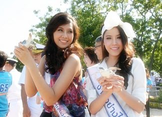 Among those freeing turtles were Miss Thailand Universe Chansorn Sakornjan and runner-up Khwankwin Thumrongrathseth.