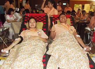 Students from Photisampan School join thousands of others donating blood in honor of HM the King.
