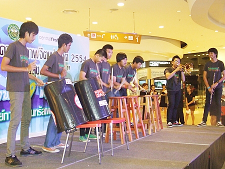 The Ad-lom Band performs to cheer up the crowd.