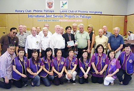 Members of the Rotary Club Phoenix-Pattaya and Lions Club Phoenix Hong Kong pose for a commemorative group photo.