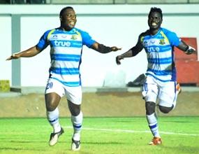 Ludovick Takam (left) celebrates with O.J. Obatola (right) after scoring Pattaya United's second goal against Chiangrai United at the Nongprue Stadium in Pattaya, Saturday, Dec. 17. (Photo/Ariyawat Nuamsawat)