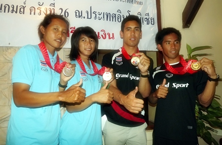 (Left-right) Naphalai Thansai, Siriporn Kaewduangngam, Aek Bunsawat and Navin Singhsat proudly show their medals won at the 26th SEA Games in Indonesia.