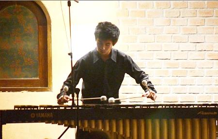 Young Thai musician Pongsakorn Lertsakorakul gave a virtuoso performance on the marimba.