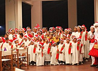 Santa and Santarinas of the Holiday Inn Pattaya were on hand to welcome the children's choir from the Pattaya Orphanage who entertained the guests with their beautiful and moving renditions of Christmas carols. They were rewarded by receiving plenty of presents to take home.