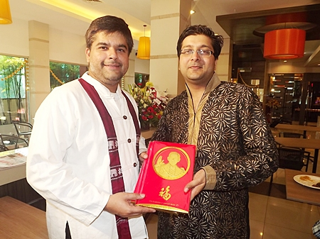 Tony Malhotra (left), Deputy MD of Pattaya Mail, congratulates Gaurav Kejriwal on the official opening of the well-known Saras Indian Vegetarian Restaurant at the Sun City Hotel Pattaya recently.