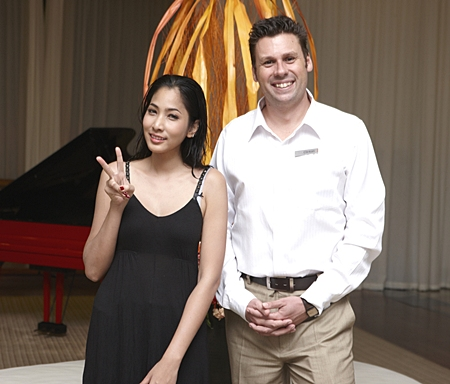 Clinton Lovell, General Manager of Pullman Pattaya Aisawan is charmed by actress and super model Paeng - Panchanida Seesamran on her recent visit for a fashion shoot at the hotel.