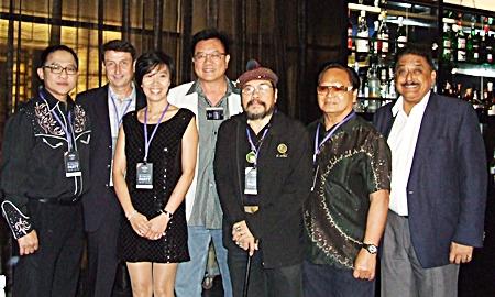 Auttaphol Wannakij, director of the Tourism Authority of Thailand (TAT) Pattaya; Enrico and Siritorn Kraivisutsap Egli; Andrew Khoo, GM of the Hard Rock Bali; Sermsakdi Sabhananda; Nom Pongkanjananukoon, former senior royal photographer; and Peter Malhotra, MD of Pattaya Mail pose for a group photo.