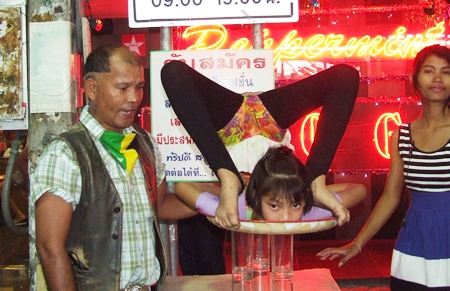 A young contortionist amazes Walking Street visitors.