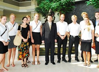 Royal Cliff Hotels Group General Manager Joachim Grill welcomes Rangsit University International Exchange students from The Netherlands at the Royal Cliff Beach Hotel.