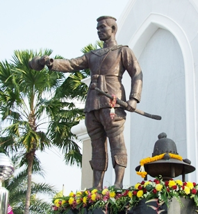King Naresuan Victory Monument stands tall at the 21st Infantry Regiment.