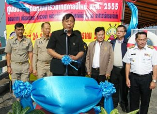 Deputy Transportation Minister Kittisak Hatthasongkhrao talks to people gathered at Bali Hai pier about the importance of water safety.