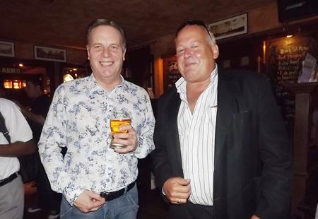 Simon Matthews (left) (Manpower Group) enjoys a drink with Russell Winn (Achieve Global Thailand).v