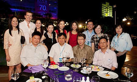 Dr. Thaweesak (2nd right), Dr. Ramin Yachkaschi (2nd left) with his wife (far left) and a few Thai dentists.