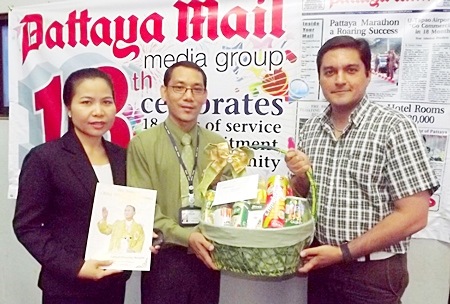 Nualchan Phuphaisit and Saming Suepsakun represent Sopin Thappajug, MD of the Diana Group in bringing her blessings and good wishes to our Pattaya Mail family.