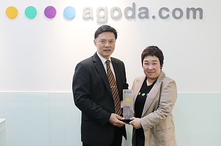 Nijjaporn Marprasert (left), general manager of the Siam Bayview Pattaya receives the 'Gold Circle Award 2011' from Thanita Chinabunchorn (right), market manager-hotels of the global hotel booking site, Agoda Company Pte., Ltd. The hotel was selected as one of the top winners of overall room night productivity as voted on Agoda's online service, popularly reviewed by cyber explorers all over the world.