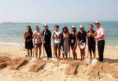 Thai tennis players, city officials and tournament organizers spell out Pattaya in the sand.