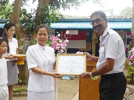 Khao Bai Sri Principal Ketsra Phuaknang (left) thanks Singapore Navy Lt. Cmdr. Sam Abey for his help in rebuilding the school.