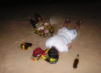 This Russian couple learned the hard way that Pattaya Beach is no place to get drunk and pass out.
