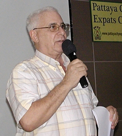 Master of Ceremonies Richard Silverberg opens the Pattaya City Expats meeting, inviting new members and guests to introduce themselves.