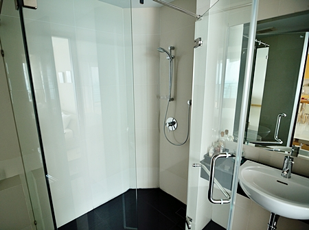 Bathrooms come with top of the line fixtures and fittings.