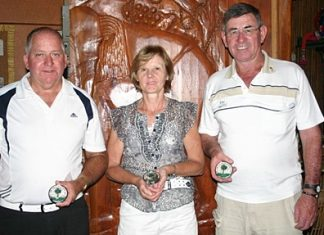 IPGC Medal winners: Warren Gallop, Theresa Connolly and Tim Knight.