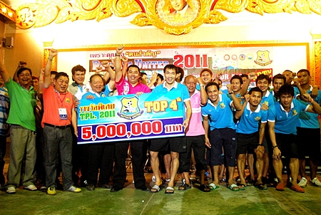 Pattaya United Chairman, Sonthaya Khunplume, (4th left front) presents a cheque for 5 million baht to the United playing squad after they achieved a top four league finish.