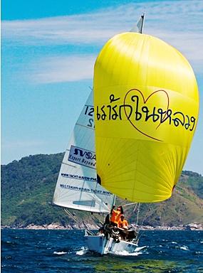 """Burapha University"" sails downwind at the 25th Phuket King's Cup Regatta. (Photo/Rolien)"