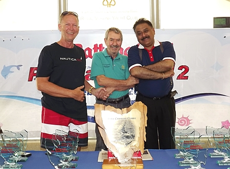 Peter Cummins (center) stands next to the trophy table with Anders Wid้n (left) and Peter Malhotra, MD Pattaya Mail Media Group (right).